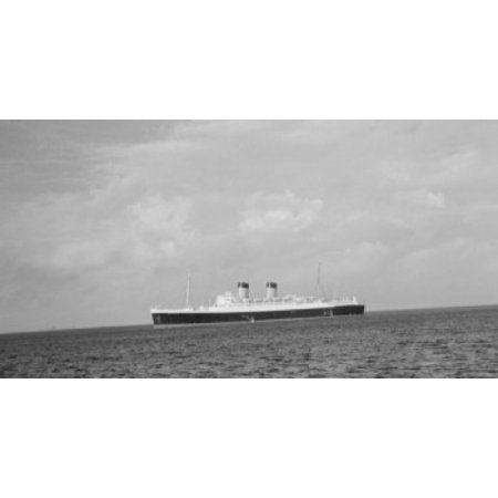 Cruise ship in the sea RMS Mauritania Canvas Art - (18 x 24)