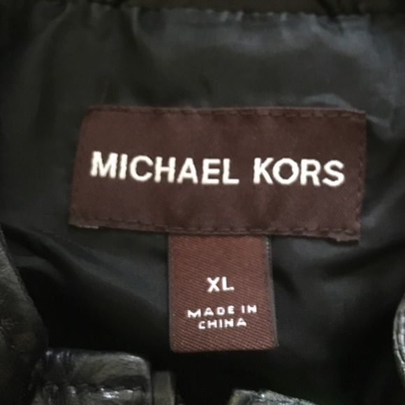 ✨MENS ✨Michael Kors XL tailored leather jacket✨ ✨✨Light weight butter feel 100% genuine leather jacket worn twice WILL NEGOTIATE  IT WAS TAILORED BUT IT COULD BE LET OUT SO IT FITS NOW AS A LARGE (OR SIZE 42)✨✨ Michael Kors Jackets & Coats