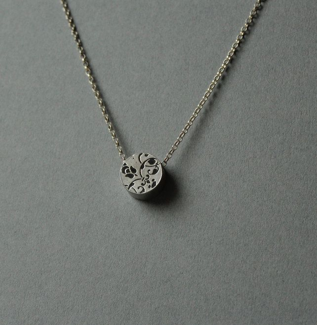 Silver etched circle necklace