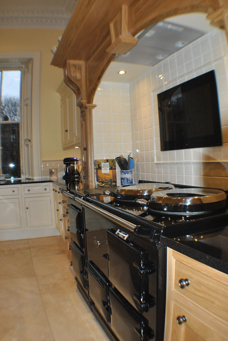 Clive christian edwardian kitchen in oak and ivory with 4 for Robert clive kitchen designs