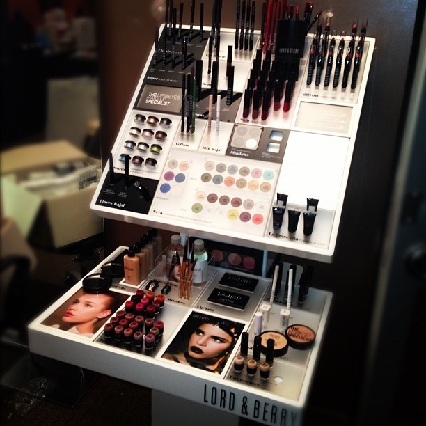 Lord Amp Berry Makeup Stand The Salon In 2019 Makeup
