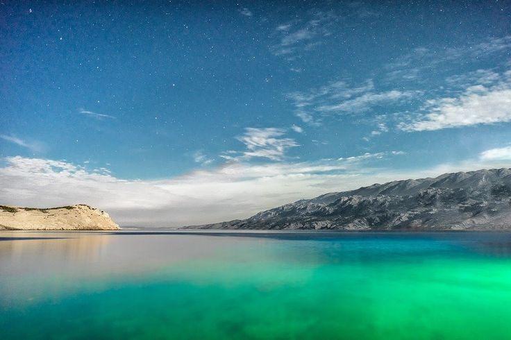 A Croácia tem paisagens incríveis! Exatamente pelo seu visual que o país foi escolhido como um dos principais cenários do famoso seriado Game of Thrones. São várias as cidades que compõe a estética da série, entre elas Dubrovnik, uma cidade encantadora, inclusive!  CT Operadora Todos os destinos, seu ponto de partida #croácia #croatia #ctoperadora #seumelhordestino #queroconhcer #wanderlust #beautifuldestinations #viagem #destino #viajar #travel #trip