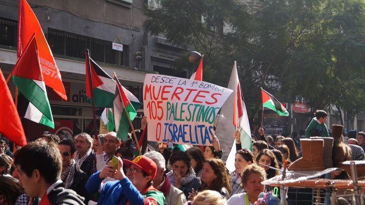 Palestinos marcharon contra la guerra en Gaza en la ciudad de Santiago de Chile.