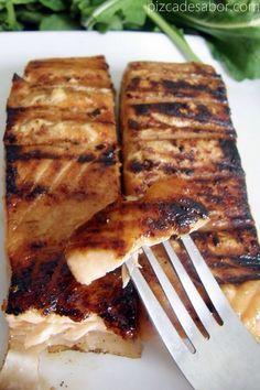 Salmòn con miel de abejas, jugo de china, salsa soya y jengibre fresco. Dime si no es un almuerzo espectacular!!
