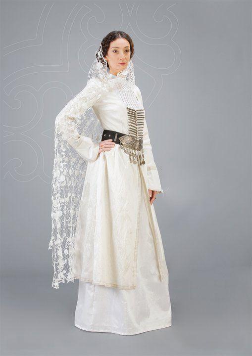 Грузинский национальный костюм (67 фото)  женский образ грузинки для девочки,  традиционный наряд грузина ec250a35171