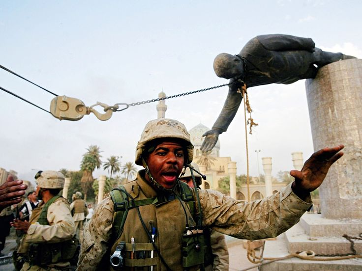 US marines pull down a statue of saddam hussein on