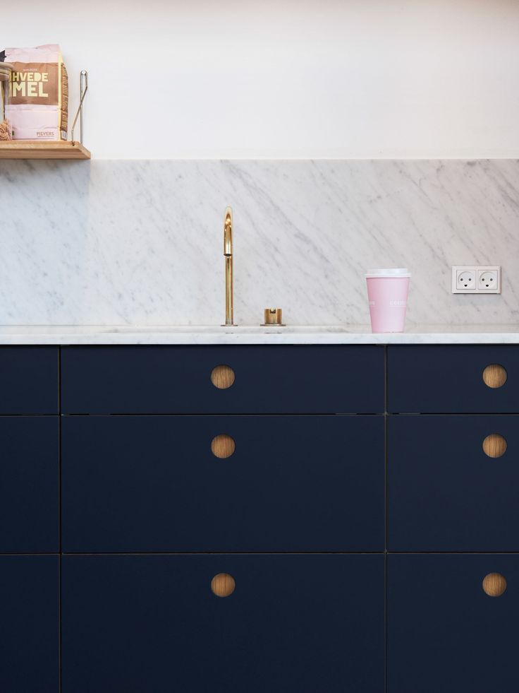Reform Basis 01 Linoleum kitchen design on IKEA elements. Linoleum fronts in color 'Smokey Blue' with handles and edges in oak