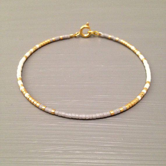 Bracelet rempli en or, Bracelet minuscule, mince Bracelet en or, Bracelet minimaliste Cette liste est pour un remplissage or perles Bracelet.