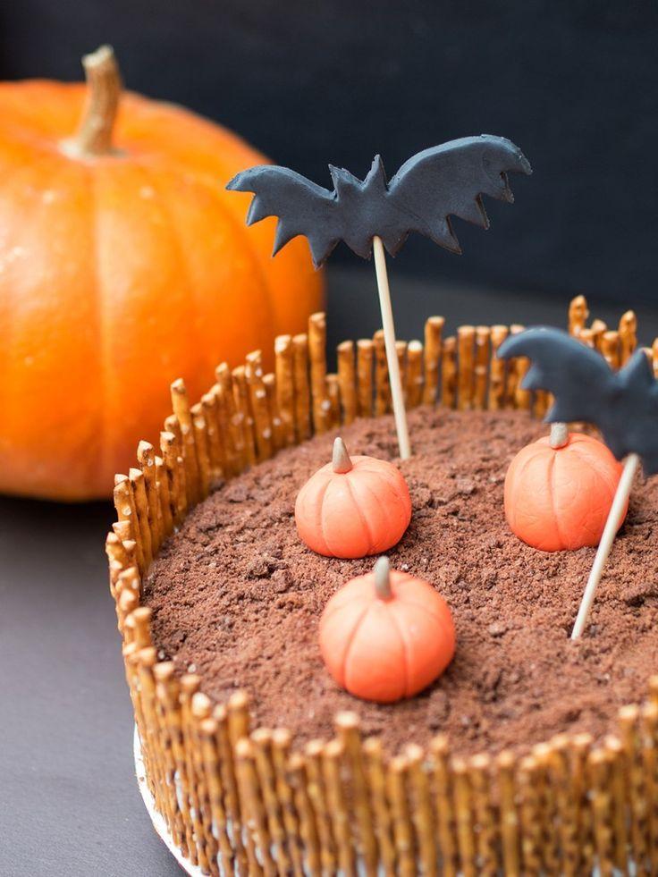 Halloween-kakkusta sytnyi karmiva kurpitsamaa. Katso, miten säästät vaivaa Halloween-kattauksen teossa.