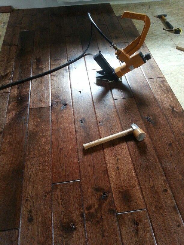 Podloga rustykalna, ręcznie robiona.