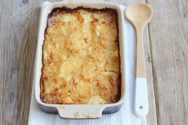 We hebben weer eens een heel lekker recept voor een simpele ovenschotel met zalm waaraan je zelf nog allerlei groenten en/of kruiden kunt toevoegen.