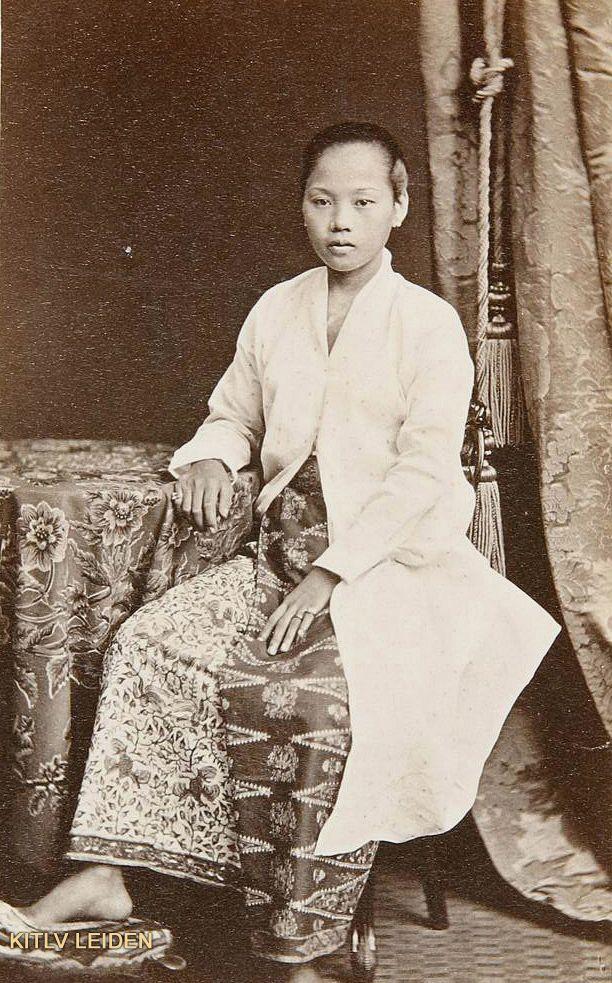 Peranakan-Chinese vrouw te Batavia