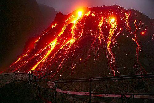 pija lahar panas saat gunung kelud meletus tgl 13/02/2014 by; hardi.