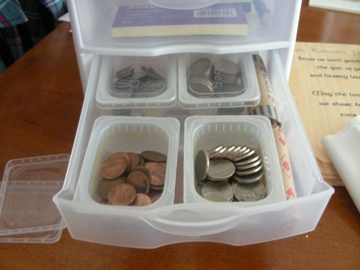 How I organize my change for craft fairs:  Plastic Gerber baby food containers (Stage 1 are small enough to fit; Stage 2 are too tall). Cover with the lid when not in use and all the change stays put.