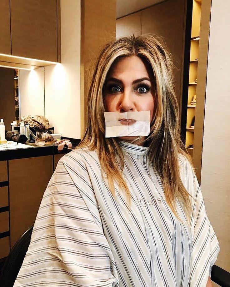 Aniston's makeup artist Jillian Dempsey shared this quick
