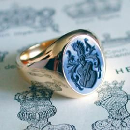 Another classy mens accessoires - classic signet ring with engraved stone