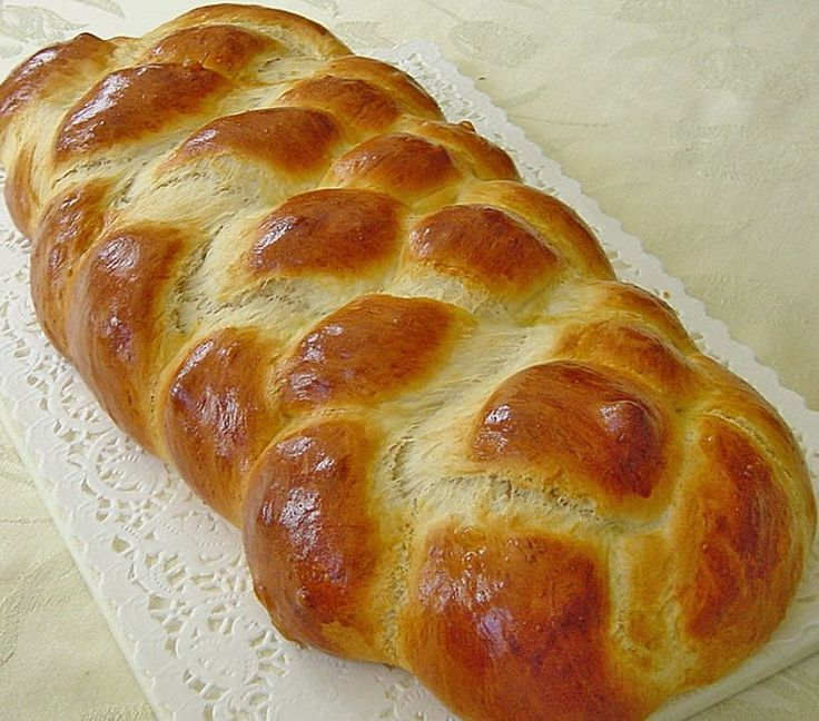 the Sunday Sweet braided Bread is a German tradition for the Sunday breakfast or brunch. It's a Zopf in German. This recipe is simple and using heavy cream.