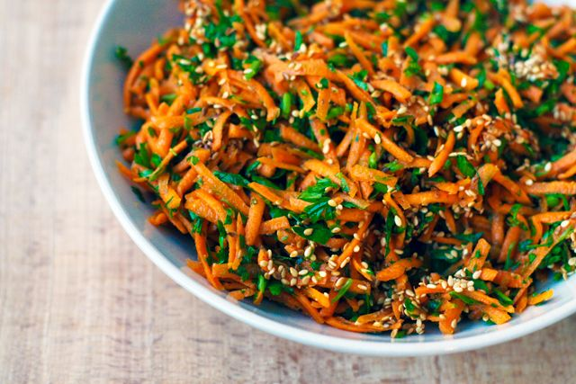 Salata de morcovi cu susan, patrunjel si chimion