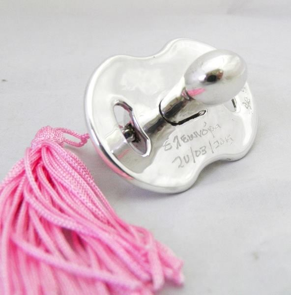 Pacifier coated with silver with the inscription of the baby's name and the birthday for a total personalized gift.