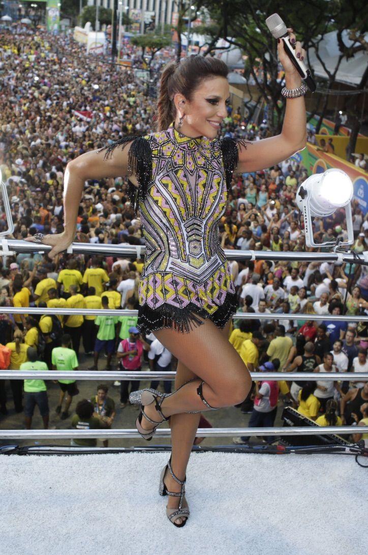 Ivette Sangelo Salvador Carnaval 2016 Cantora surgiu vestida de guerreira para a maratona da folia e cantou para o público no Campo Grande