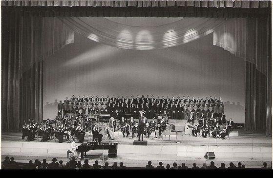 Концерт Евгения Доги с Ленинградским концертным оркестром под управлением Анатолия Бадхена.