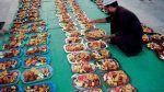 Sharjah Charity International distribusikan makanan puasa Ramadhan di 59 negara  ABU DHABI (Arrahmah.com)  Lembaga amal yang berbasis di Uni Emirat Arab Sharjah Charity International (SCI) telah memulai Program Bahari Ramadhan di Luar Negeri senilai 216 juta dirham yang mencakup pembagian makanan buka puasa di 59 negara di seluruh dunia dengan berkoordinasi bersama Kementerian Luar Negeri dan Kerjasama Internasional serta Kedutaan Besar UEA di luar negeri Emirate News Agency melansir pada…