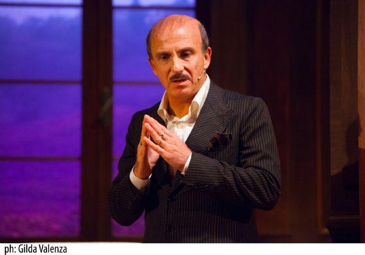 Carlo #Buccirosso racconta le dinamiche familiari al #TeatroVerdiFirenze