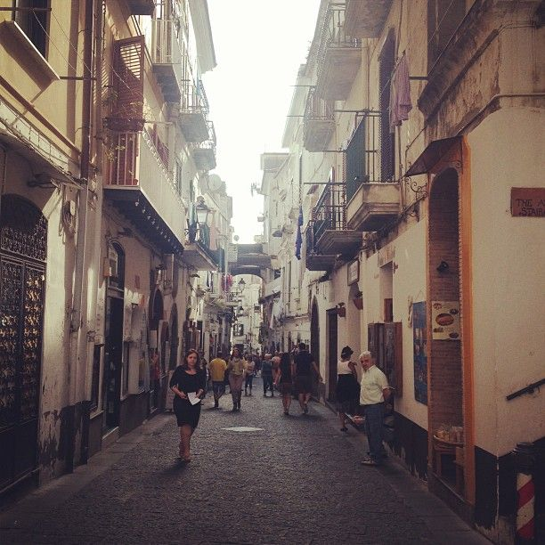 Passeggiando per #Amalfi [Segui i nostri spostamenti su #Instagram: http://instagram.com/allyoucanitaly]