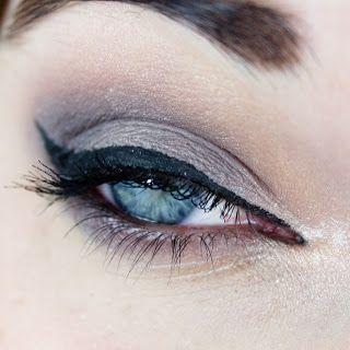 Mademoiselle Nostalgeek: Un maquillage gris-mauve avec la palette Naked Smoky d'Urban Decay