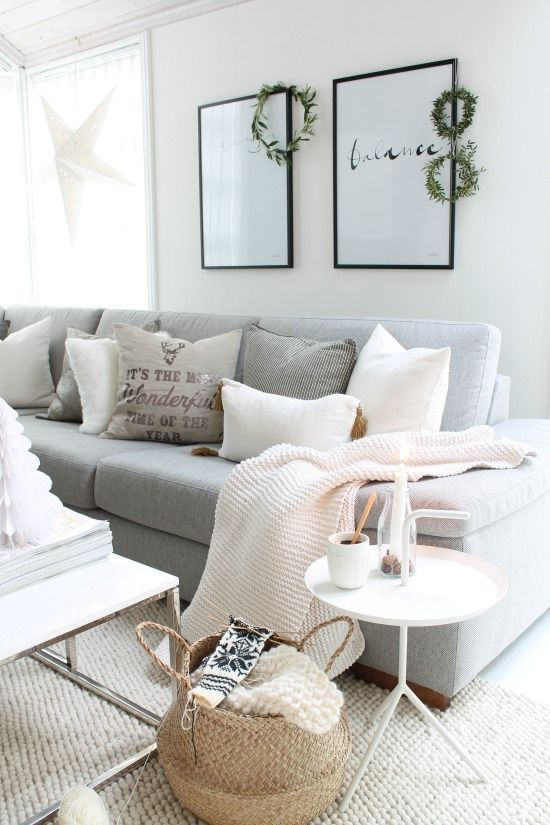 Lo reconozco, estoy totalmente obsesionada con los sofás grises :D     Creo que es un color que va con prácticamente cualquier estilo d...