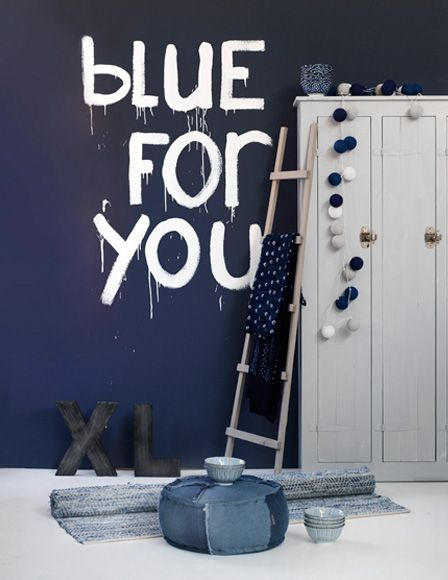 Je moet wel durven. Maar dan heb je wel op een hele stoere en originele manier een tekst op de muur van je jongenskamer! -  Barbara Groen | Etxekodeco