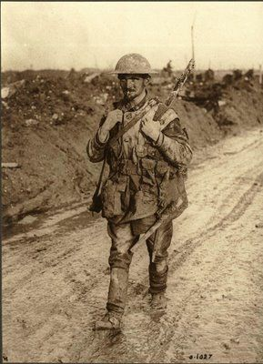 British soldier on the march during the First World War