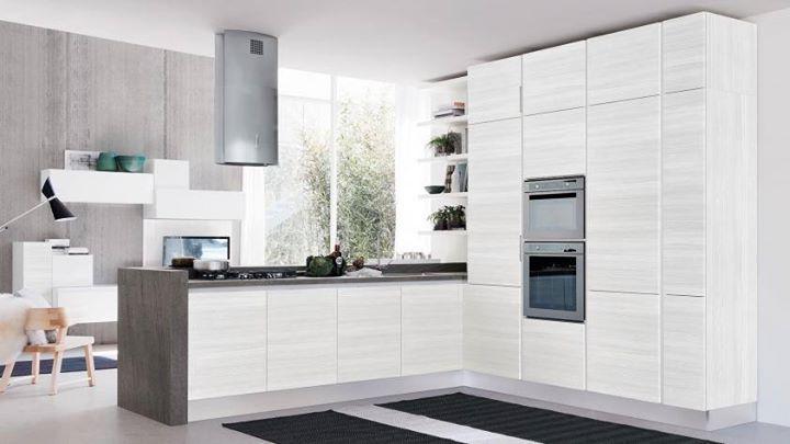 La gallery di oggi è dedicata alle cucine dal colore bianco che illumina e ingrandisce gli ambienti, una soluzione indicata per le stanze di piccole dimensioni. #design #cucinelube #cucine #CucineLubeTorino