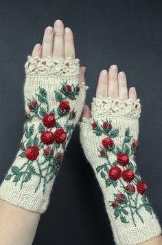 Guantes de marfil con rosas rojas, bordados, guantes sin dedos de punto, rosas, largos, ropa y accesorios, guantes y mitones, ideas para regalos