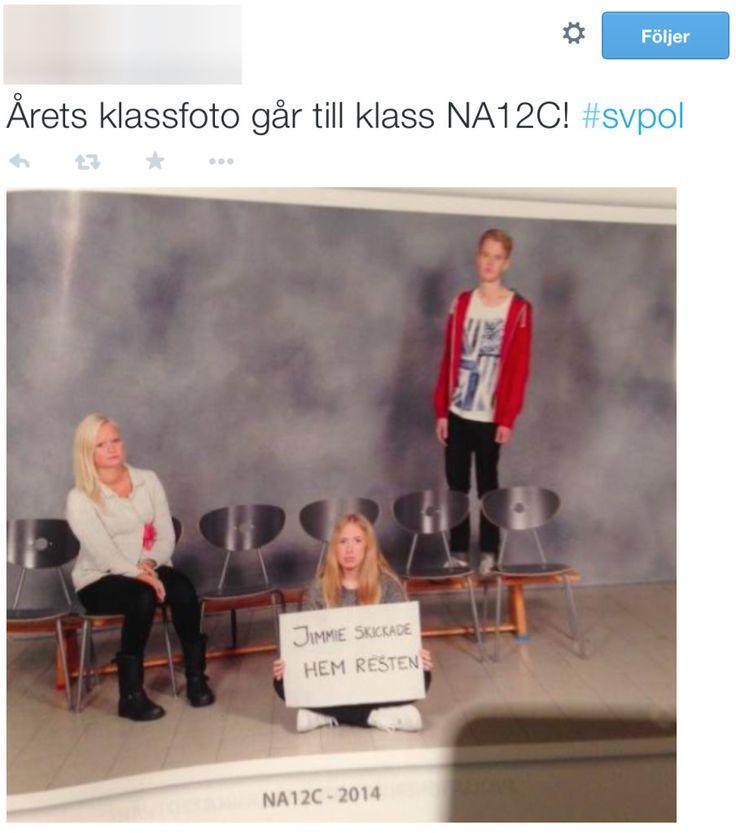 Det går 25 elever i klass NA12C som läser naturvetenskaplig inriktning på Hulebäcksgymnasiet. Men när det var dags att ta spexfoton dök bara tre av eleverna upp. Anledningen? En del av klassen har invandrarbakgrund, och eleverna ville använda sitt spexfoto för att sända en tydlig protest mot Jimmie Åkesson och Sverigedemokraternas politik.