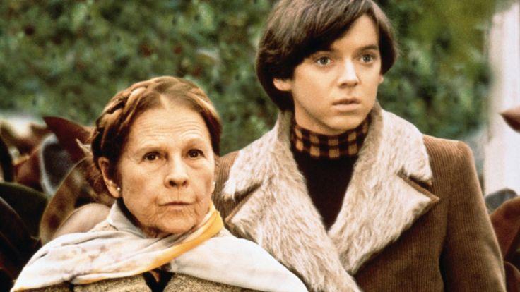 Harold and Maude es una película estadounidense de 1971 dirigida por Hal Ashby y protagonizada por Ruth Gordon y Bud Cort. Es una histori...