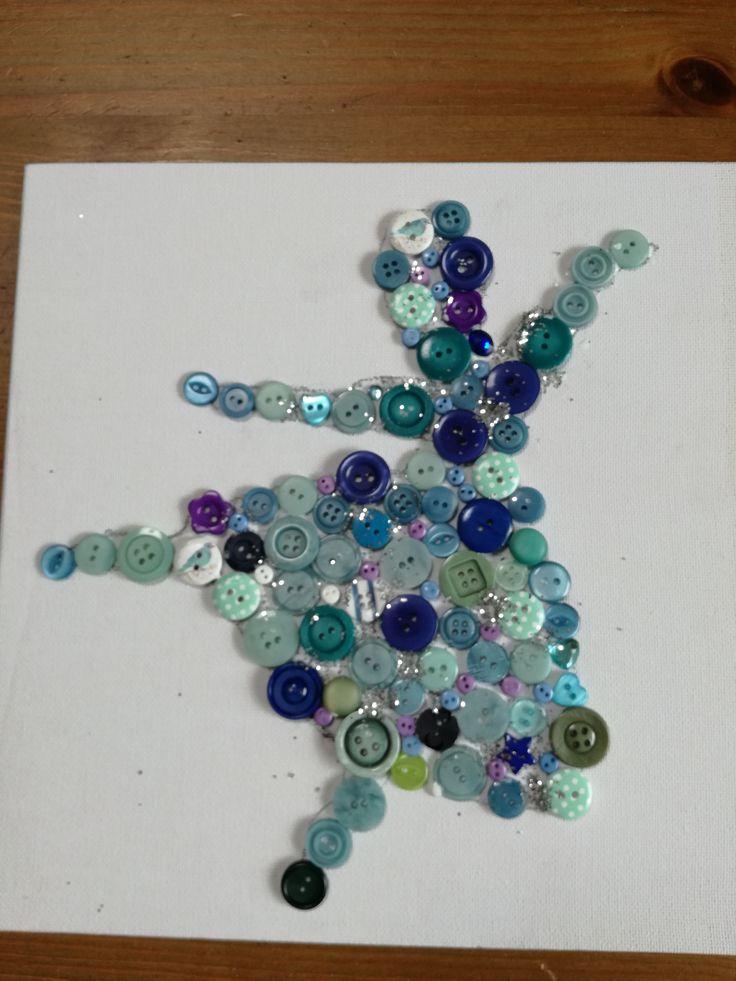Blauwe ballerina, silhouet met knopen