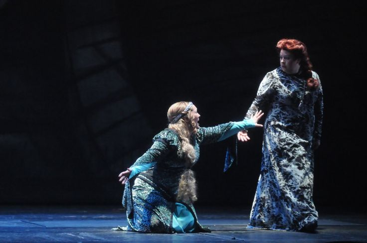 Catherine Hunold and Amber Wagner in Tristan und Isolde