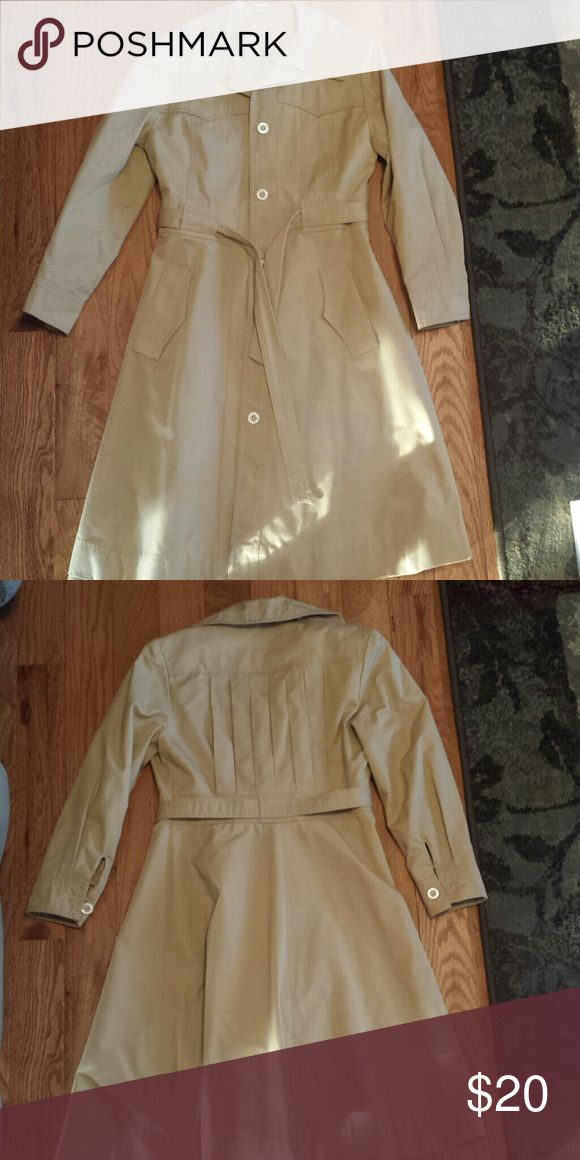Tan Coat - Teen size or Petite Women Very nicely made Tan Coat.  Fully lined.  Made in Hong Kong Jackets & Coats