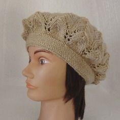 Béret femme en laine motifs point fantaisie ajouré coloris camel tricoté à la main