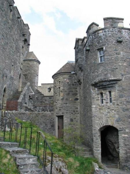 За заслугу в битве замок Эйлен-Донан в Шотландии был передан Колину Фитцджеральду, который впоследствии стал родоначальником клана МакКензи. А начиная с XVI века честь стать комендантами замка выпала союзному клану МакРэй.