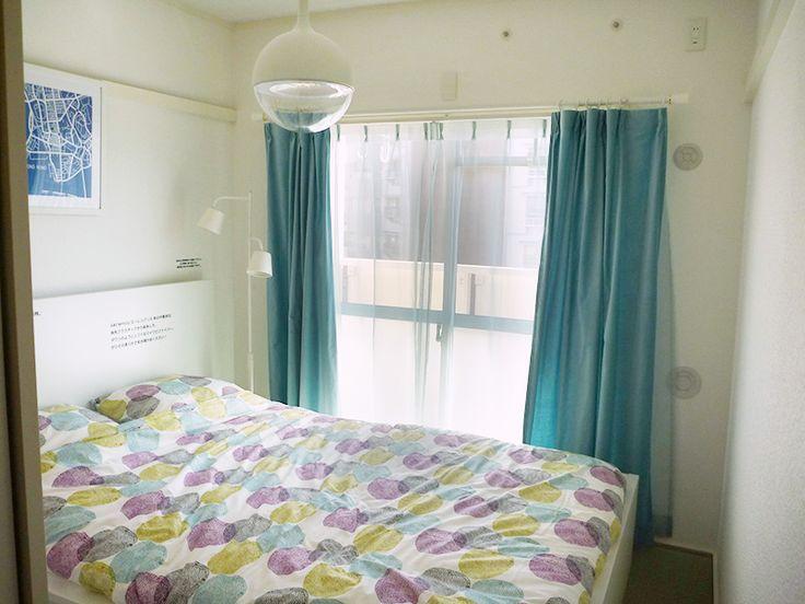 虹ヶ丘団地のモデルルームは和室が3室の3K(49㎡)の部屋を、ダイニングと和室の間のふすまを撤去することで、一体的な開放感のある空間を演出し、2DKの間取りに変更したもの。家賃は通常の改装の部屋が月7万8000円、イケアの改装の部屋は月7万9500円で、改装費用の実費相当を家賃に反映させた。UR虹ヶ丘団地のベッドルーム