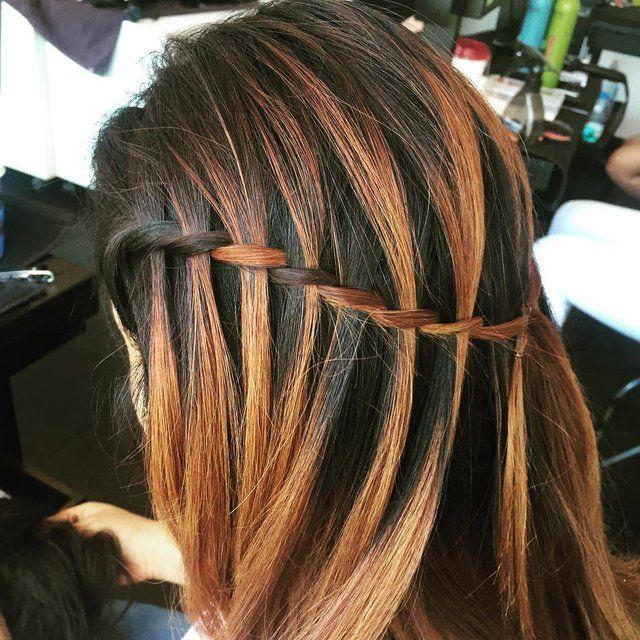 海外のオシャレな女の子の間でも大人気になってるヘアアレンジ「Waterfall Hair(ウォーターフォールヘア)」。毎日の同じ髪型に飽きたときや行楽シーズンにちょっとイメチェンしたい時なんかにもかなり良さそうですね♪ 表編み込みができる人なら余裕で作れちゃうのでぜひチャレンジしてみてください。
