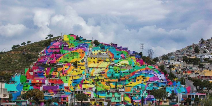 Siedlung in Mexiko wird Teil eines bunten Kunstwerks #kunst #mexiko #architektur