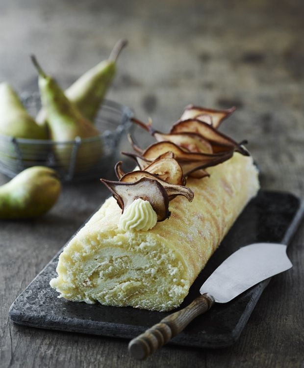 Det er sæson for søde, danske pærer. Tryl dem om til lækkert fyld i denne…