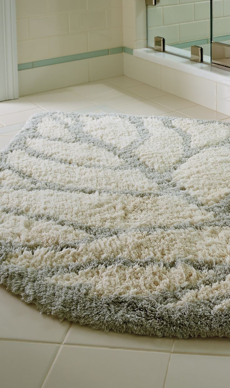 With sumptuous softness underfoot, the Destin Bath Rug enlivens your bath decor with coastal comfort.