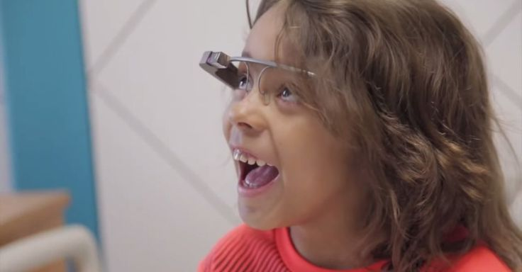 A children's hospital in Houston is using Google Glass to enable sick kids to virtually visit the zoo.
