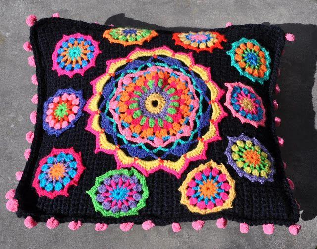 Flower pillow crochet