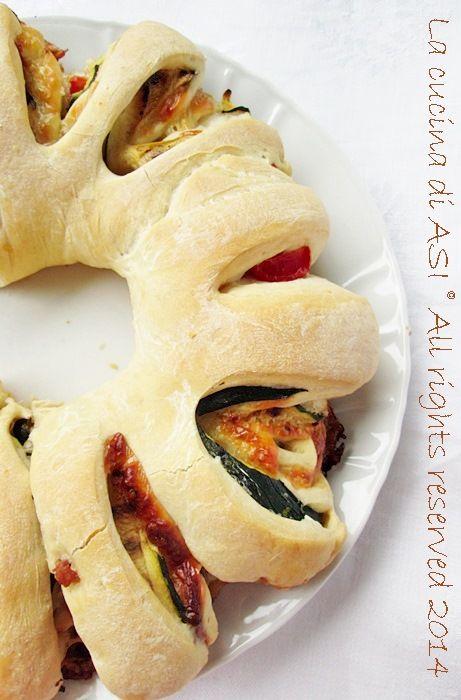 CORONA+DI+PIZZA+FARCITA+Ricetta+lievitato+salato