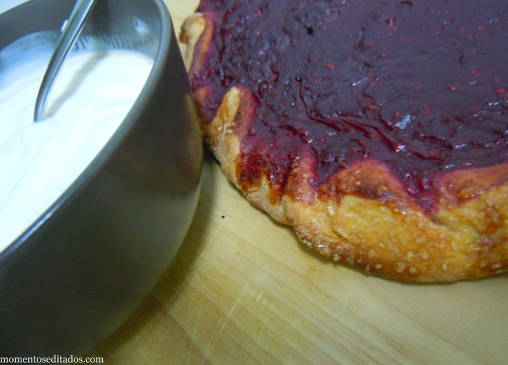 http://www.momentoseditados.com/2013/11/galette-de-framboesas-e-iogurte-grego.html